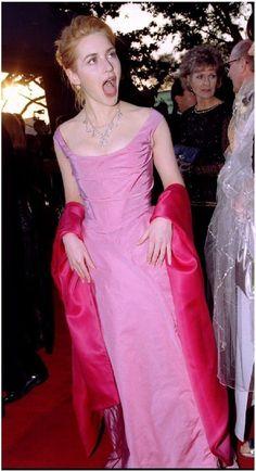 Kate Winslet 1996 Oscars in Vivienne Westwood Kate Winslet Oscar, Titanic Kate Winslet, Oscars Worst Dressed, Beautiful Girl Image, Beautiful People, Artemis, Classy Work Outfits, Rachel Weisz, Cute Girl Photo