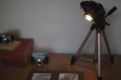 We have featured quite a few different DIY projects here at Geeky Gadgets, the latest one will appeal to all the photography fans out there, the Camera Desk Lamp which was created by Kirsty from Kootoyoo. Lampe Photo, Photo Lamp, Tripod Lamp, Desk Lamp, Table Lamp, Gadgets, Diy Desk, Neat Desk, Camera Hacks