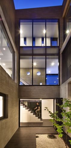 New house modern exterior small courtyards Ideas Residential Architecture, Interior Architecture, Interior Design, Korean Apartment, Seoul Apartment, Small Courtyards, Building Exterior, House Entrance, Modern Exterior