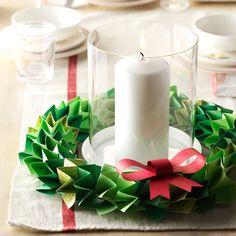 Paper wreath craft Gingerbread Decorations, Christmas Table Decorations, Christmas Quotes, Christmas Holidays, Christmas Parties, Christmas Ornaments, Pink Candles, Pillar Candles, Chocolate Advent Calendar