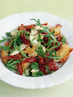 The best chicken salad ever (with tomatoes, pancetta and crunchy croutons.)