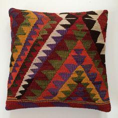 Vintage and unique. Crochet Kitchen, Kilims, Kilim Cushions, Bargello, Loom Weaving, Fiber, Sweet Home, Tapestry, Organization