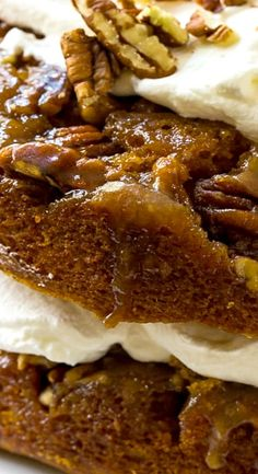 Pumpkin Praline Torte has two layers of moist pumpkin cake flavored with fall spices and a sweet, crunchy praline topping. Thanksgiving Recipes, Fall Recipes, Sweet Recipes, Holiday Recipes, Holiday Desserts, Just Desserts, Delicious Desserts, Yummy Food, Gourmet Recipes