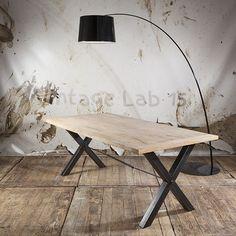 Industriële eettafel met X poot van mangohout - Vintagelab15.com
