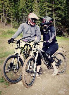 Downhill couple #girlrider#ilovegirlriders#iamagirlrider#mtb#downhill#bikelove#sherides
