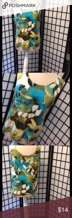 CHICOS  tank top size 2.read description Excellent condition95 polyester5% spandexL 23 B 44  W 40 H 44  arm holes 10/8 CHICOS  Tops Tank Tops