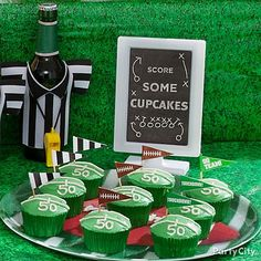 Let your guests score some cupcakes on game-day! Decorate them in gridiron-green frosting & baking cups. Pipe on yard-line numbers & top with football party picks for a fan-rageous treat. Add a fun sign to complete your spirited football dessert table!