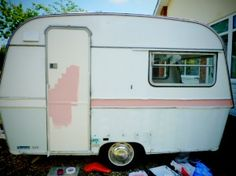 Tips on renovating and painting a vintage caravan. Would be a fun project one da… - Vanlife & Caravan Renovation Caravan Vintage, Vintage Caravans, Vintage Travel Trailers, Vintage Campers, Vintage Caravan Interiors, Camper Caravan, Camper Trailers, Camper Van, Retro Trailers