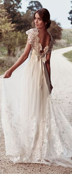 Anna Campbell Bridal Savannah Gypsy lace wedding dress #weddingdress #bridalgown #bridal #weddings #bride #laceweddingdresses