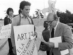 Un giovane Francesco Rutelli con Bettino Craxi durante una manifestazione radicale degli anni ottanta.