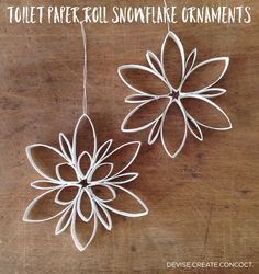 Can spray paint and/or dip edges in glue then glitter DIY Toilet Paper Roll Snowflake Ornaments. Can spray paint and/or dip edges in glue then glitter Toilet Roll Craft, Toilet Paper Roll Art, Toilet Paper Roll Crafts, Cardboard Crafts, Diy Paper, Cardboard Playhouse, Paper Ornaments, Diy Christmas Ornaments, Christmas Holidays