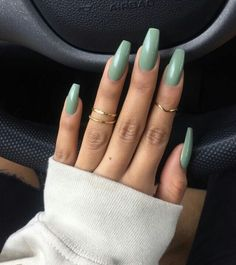 On average, the finger nails grow from 3 to millimeters per month. If it is difficult to change their growth rate, however, it is possible to cheat on their appearance and length through false nails. Gorgeous Nails, Love Nails, Pretty Nails, My Nails, Long Gel Nails, Fall Nails, Teen Nails, Perfect Nails, Cute Acrylic Nails
