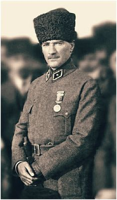 Gazi Mustafa Kemâl Atatürk for couples White Photography, Family Photography, Most Beautiful Wallpaper, Couple Wallpaper, Great Leaders, Historical Pictures, Revolutionaries, Black History, Cute Wallpapers