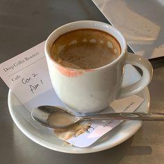 Coffee And Books, I Love Coffee, Cozy Coffee, Coffee Milk, Coffee Shop, Coffee Date, Dessert, Coffee Drinks, Latte