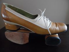 Vintage late 1960s - Early 1970s Pair of Women's Tri-tone Ocher All Leather Oxford Lace-up Shoes with Low Heels by LetasVintage on Etsy