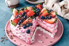 Gillar du snabbt, enkelt och gott? Då är detta tårtan för dig! Bakbloggaren Jenny Warséns 10-minuterstårta passar perfekt till såväl vardagsfikat som vårkalaset! No Bake Cheesecake, Fika, Cake Cookies, No Bake Cake, Just Desserts, Fudge, Acai Bowl, Waffles, Food Porn