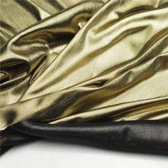Lamê: tecido brilhante originário da França, fabricado com fio de seda ou de filamentos químicos, usado para moda feminina e Carnaval.