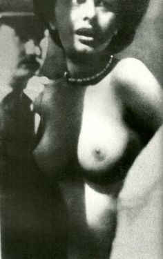 Sophia Loren caught topless
