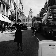 A policewoman controls traffic, Ludgate Hill London Circa Vintage London, Old London, London Museums, Present Day, Change The World, Old Pictures, Business Women, 1950s, Police
