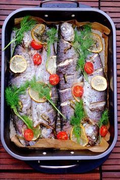 Pstrąg pieczony z masłem Love Eat, Love Food, Fish Recipes, Snack Recipes, Tasty, Yummy Food, Xmas Food, Baked Salmon, Fish And Seafood