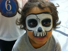 This is a quick design for a skull.  It takes only a few minutes and is a super fast design for long lines at events, store openings and large gatherings.    #facepainter #skull #boydesign #facepainting #event #celebration #carnival #fair #booth