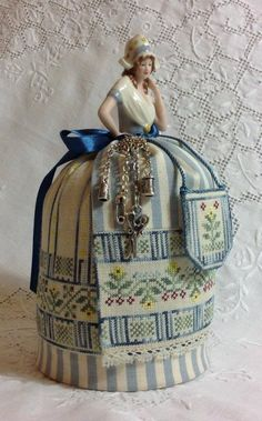 Dutch Maiden Pincushion Doll- I would love to do this with my Dutch half doll