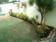 jardim de canto perto da piscina