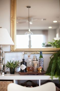 Style At Home: Liz Bachman Of Grey & Scout design decorating before and after home design Bar Cart Styling, Bar Cart Decor, Style At Home, Interior Inspiration, Room Inspiration, Bandeja Bar, Bar Sala, Bar Tray, Interior Decorating