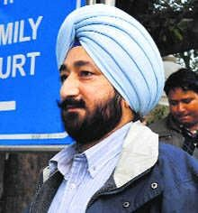 Gurdaspur, August 4 -The police have registered a rape case against SP Salwinder Singh after the victim's husband filed a complaint on the CM's online sangat darshan seeking action against the officer. #punjabnews #punjab #news #government  http://thepunjabnews.in/news/sp-salwinder-singh-booked-in-rape-case