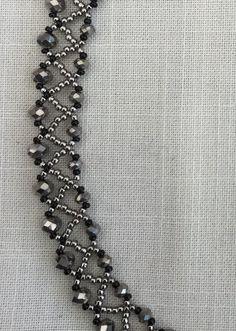 Detail molecule (ke) - jewelry making -, Beaded Necklace Patterns, Beaded Statement Necklace, Swarovski Crystal Necklace, Seed Bead Necklace, Diy Necklace, Beaded Necklaces, Bead Jewellery, Seed Bead Jewelry, Jewelry Making Beads