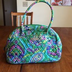 Vera Bradley hand bag Very good , clean used condition ! Lots of colors in this bag , greens, blues, pinks, yellow!!! Matching coin purse included Vera Bradley Bags Satchels