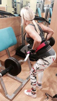 White fitness leggings in the gym