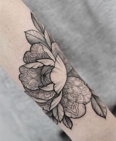 Tattooed peonies N & B - Tattoo Patterns Lotusblume Tattoo, Tattoo Style, Body Art Tattoos, Sleeve Tattoos, Subtle Tattoos, Pretty Tattoos, Beautiful Tattoos, Beauty And Beast Tattoo, Tatoo Floral