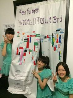 「Perfume WORLD TOUR 3rd」 ニューヨーク公演終演後、楽屋前にて。3度目のワールドツアー完走。応援頂きました皆さま、本当にありがとうございました!#prfm