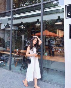 Uzzlang Girl, Art Girl, Aesthetic People, Only Girl, Girl Body, Korean Girl, Ulzzang, Korean Fashion, Curly Hair Styles