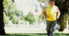 Conselhos para tendão de Aquiles rompido. O tendão de Aquiles passa pela parte de trás de sua perna até seu calcanhar. A sua ruptura é comum entre os atletas. A lesão pode causar sensação de estalo, com dor súbita e intensa na área do tornozelo e perna. Um ortopedista pode fornecer aconselhamento e tratamento para o seu tendão de Aquiles.