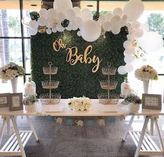 Greenery and white balloons, Baby Shower Planning and Decorations: Olivia Kim ., Greenery and white balloons, Baby Shower Planning and Decorations: Olivia Kim 📷: Olivia Kim Una parte simple environnant les are generally evolucióm de 1 bebé es. Baby Shower Verde, Baby Shower Boho, Deco Baby Shower, Gender Neutral Baby Shower, Baby Shower Balloons, Baby Boy Shower, Baby Shower Decorations For Boys, Baby Shower Themes, Shower Ideas