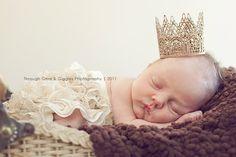 Newborn CrownBaby CrownPhotography por PinkElephantBowtique en Etsy, $17,00
