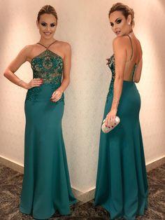 Layla Casamenteira look Patrícia Bonaldi verde com renda bordada frente e costas