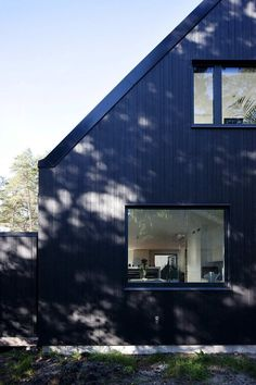 Black house for @rob allen Villa Lima / Johan Sundberg