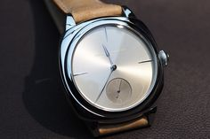 PROFESSIONAL WATCHES: Laurent Ferrier Galet Square Hands-On