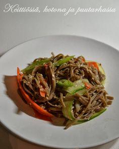 Soba noodel salad