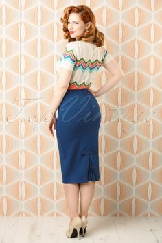 Bunny Joni Skirt in Navy Frankenstein, Stunning Redhead, Redhead Models, Every Step You Take, High Waisted Pencil Skirt, Elegantes Outfit, Dressy Outfits, Rock, Costume