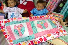 Kleine Eulen - Owls by Roswitha Meidl-Danek www.roswithasquiltshop.at Picnic Blanket, Outdoor Blanket, Quilt Patterns, Joy, Sewing, Quilt Sizes, Owl Print, Little Ones, Appliques