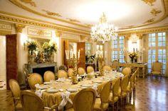 Grand dinningrooms..