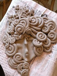 You could copy this idea in polymer clay! It is very unique looking to me. Nautical Clay Face Plaque - Stage one - drying by on The Cedrus Ceramic Mask, Ceramic Clay, Ceramic Pottery, Pottery Art, Ceramics Projects, Clay Projects, Diy Clay, Clay Crafts, Coil Pots