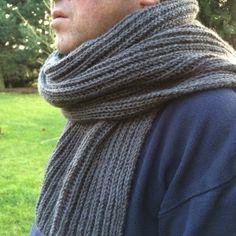 Une écharpe en côtes perlées