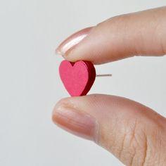 Pendientes hechos con un taco de corazones de papel  -  Make these adorable heart earring studs using only paper!