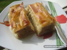 Jabukovača – Bosnian pastry made of filo dough stuffed with apples.