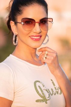 Sunny Leone images pics sunny leone is indian model and best actress. she was appeard many movies and tv drama with her bold looks. and sunny Most Beautiful Eyes, Beautiful Girl Image, Bollywood Girls, Bollywood Actress, Bollywood Heroine, Model Pictures, Pictures Images, Sunny Pictures, Stylish Girl Pic